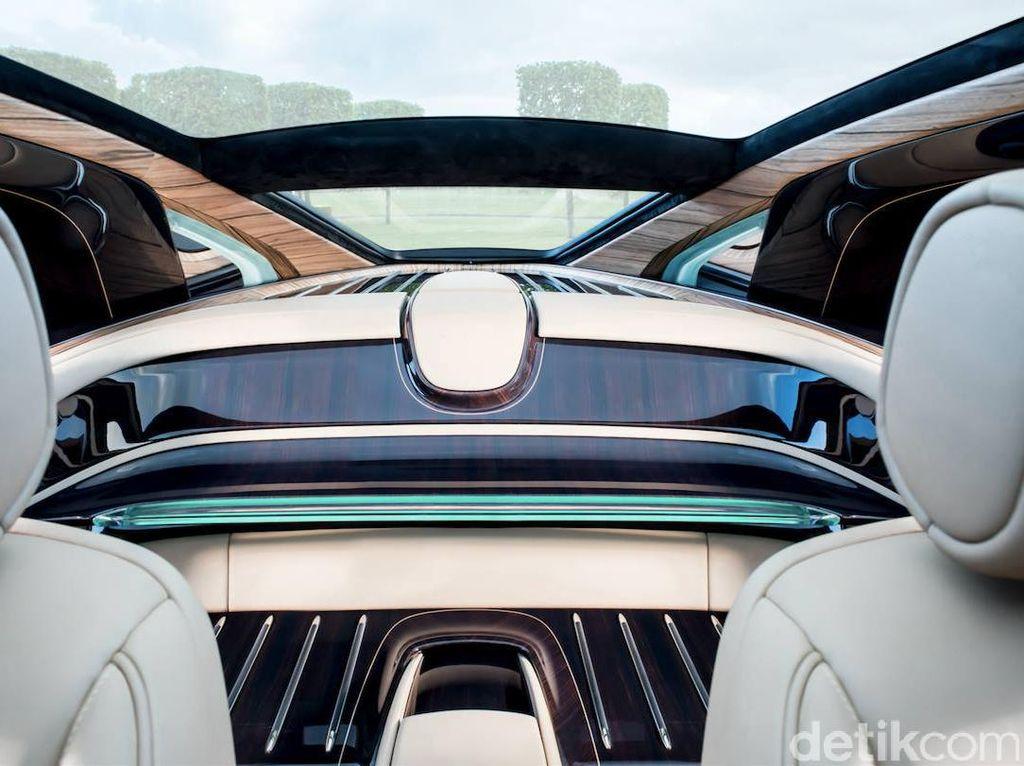 Sweptail adalah mobil yang benar-benar luar biasa. Unik, kata CEO Rolls-Royce Motor Cars, Torsten Müller-Otvös. Foto: Rolls-Royce