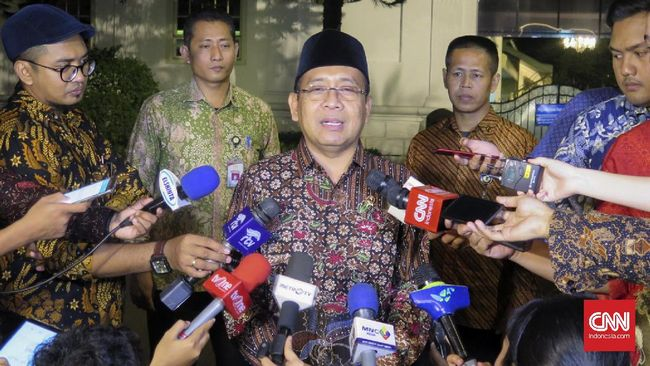 Istana Belum Tahu Isi Surat Khofifah ke Jokowi