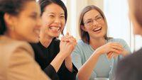 Tertawa adalah obat terbaik untuk mengatasi hidup yang kurang membahagiakan. Tertawa akan melepaskan zat kimia perasa baik di dalam otak, seperti yang ada pada orang yang bahagia dan sejahtera. Peneliti dari University of Maryland Medical Center di Baltimore menemukan bahwa orang yang menderita penyakit jantung 40 persen lebih sedikit tertawa daripada mereka yang tak punya masalah tersebut. Foto: thinkstock