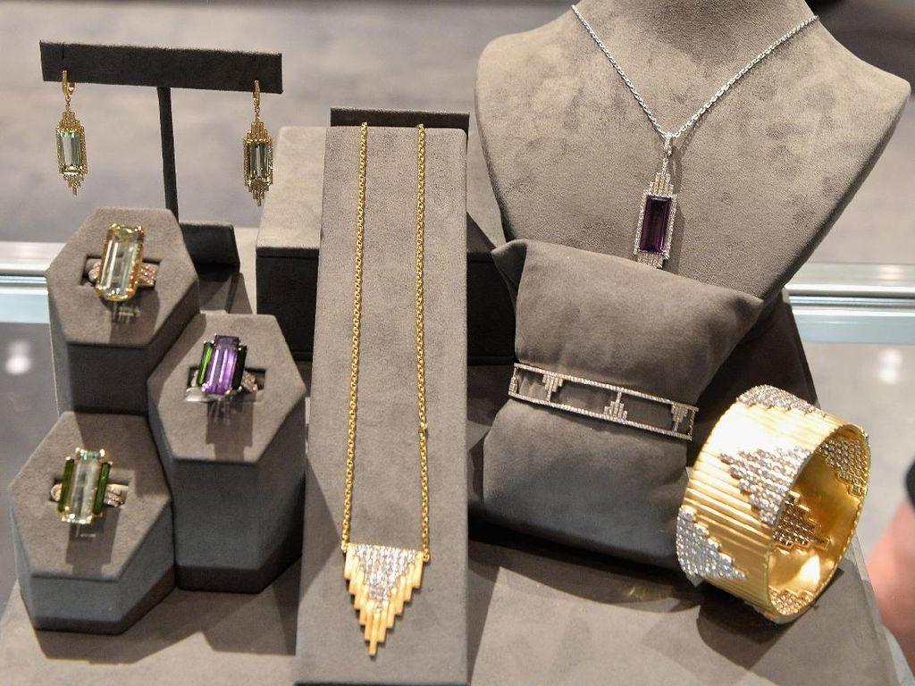 So Sweet! Pria Nabung Uang Koin 2 Tahun Demi Beli Kado Perhiasan untuk Istri