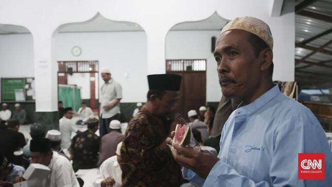 Di tengah mayoritas masyarakat Bali yang menganut agama Hindu, beberapa daerah di pulau Dewata ini turut bermukim umat muslim. Kendati demikian, suasana saat bulan Ramadan seperti sekarang ini terasa berbeda. (CNN Indonesia/Andry Novelino)