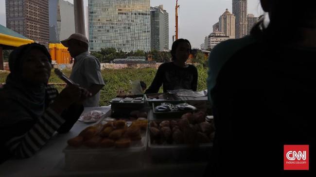Pasar Takjil Benhil merupakan pasar musiman yang selalu muncul setiap tahun selama Ramadan. (CNN Indonesia/Adhi Wicaksono)