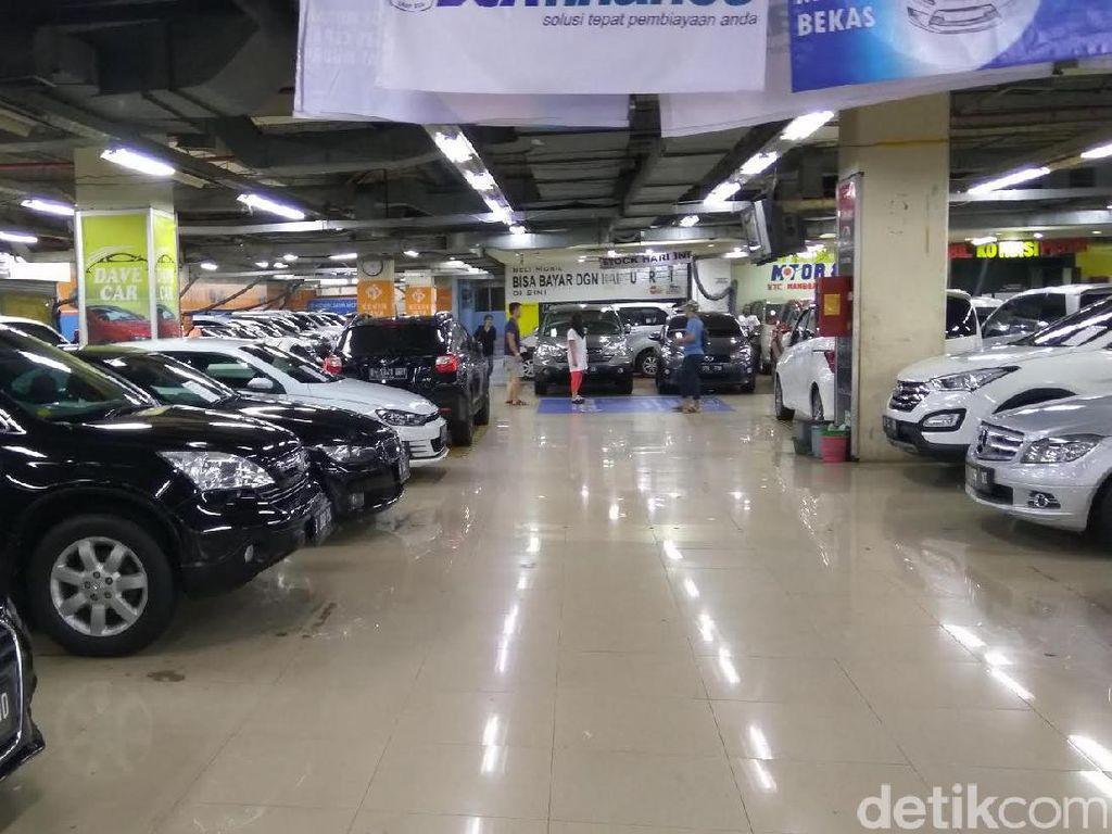 Kebiasaan Orang Indonesia Kalau Mau Beli Mobil Diketuk-ketuk Dulu