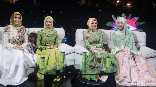 Foto: Fresh! Gaya Hijab Serba Hijau Laudya Cynthia Bella Sampai Nycta Gina