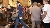 Ledakan tersebut semula dikira adalah bom, namun kemudian diketahui bahwa hal tersebut adalah hoax. Polisi masiih mencari tahu penyebab ledakan tersebut.(REUTERS/Giorgio Perottino)