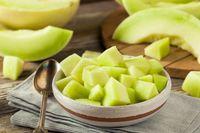 Cuaca yang panas bisa membuat glikogen atau cadangan energi Anda berkurang. Mengonsumsi melon bisa mengembalikan kadar glikogen dengan cepat menurut David Grotto, MS, RDN, seorang nutrisionis dan penulis buku terkenal dari Amerika. Foto: iStock