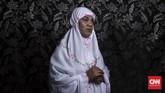 Di Pesantren Al-Fatah, Nur bersama waria lain belajar mengaji, mengkaji kedudukan waria di dalam Islam, memandang masa depan positif, serta mencari cara berdamai dan menerima diri sendiri sebagai waria. (CNN Indonesia/Hesti Rika)