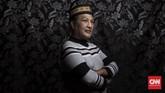 Amri (59) atau yang biasa dipanggil Yeti merupakan pengurus LSM Kebaya (Keluarga besar waria Yogyakarta) yang bergerak pada bidang penyuluhan penyakit AIDS. Sebelum bergabung di LSM, Yeti pernah hidup di jalanan sebagai PSK, tapi kemudian memilih mendekatkan diri dengan Tuhan seiring bertambahnya usia. (CNN Indonesia/Hesti Rika)