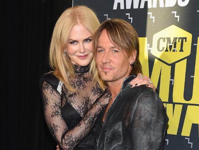 Adele Hingga Elton John, Deretan Penyanyi yang Pernah Kehilangan Suara - 5