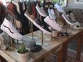 Cerita di Balik Populernya Sepatu dengan Hiasan Manik-manik