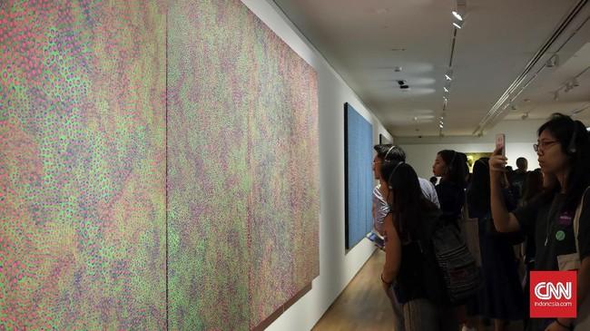 Karya Yayoi bisa dinikmati oleh warga Singapura dengan harga S$15 di National Gallery Singapore. Bagi warga asing atau bukan penduduk lokal, harus membayar S$25 untuk berinteraksi bersama sekaligus menikmati filosofi hidup di karya Yayoi.