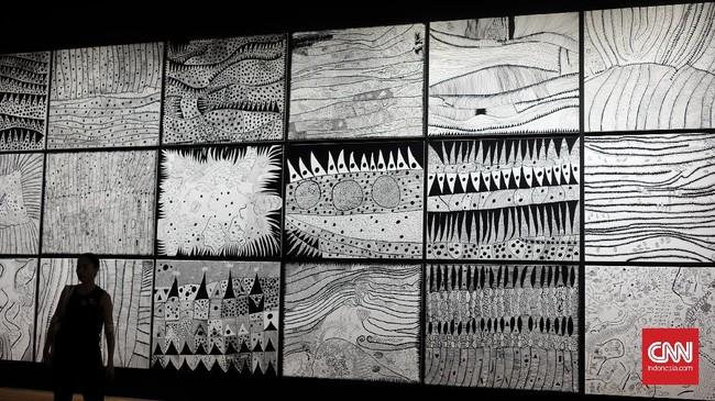 Di awal kariernya, Yayoi sebenarnya terbatas menggunakan warna untuk karyanya. Namun belakangan, seniman 88 tahun itu lebih berani menggunakan warna ceria, seperti polkadot warna-warni dan lukisannya belakangan ini.