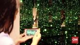 Salah satunya adalah Infinity Mirror atau Infinity Room, yang pernah disebut sebagai ruangan paling 'Instagrammable' di Los Angeles. Infinity Mirror terkenal setelah Katy Perry mengunggah foto dirinya di Instagram dengan latar instalasi itu.