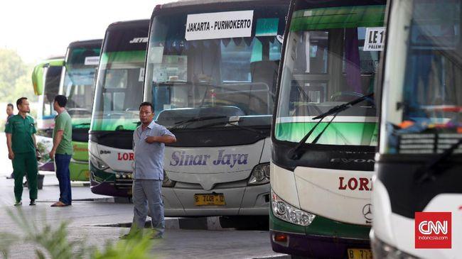 Kisah Sopir Bus Jauh dari Keluarga demi Antar Pemudik