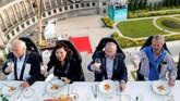 Pengalaman kuliner di udara ini dimulai di Brussel sejak tahun 2006 oleh David Ghysels.