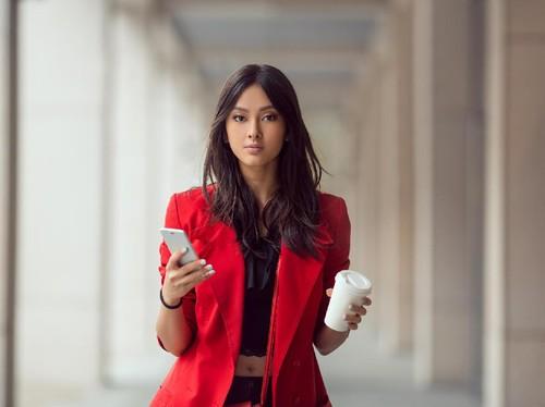 Simpel, 5 Item Fashion Ini Bisa Bikin Wanita Lebih PD di Kantor