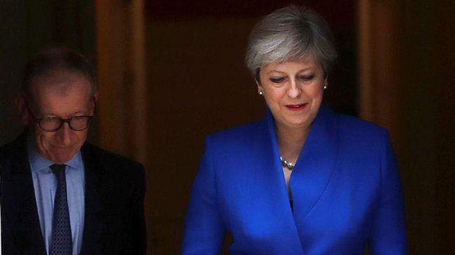 Theresa May Tolak Mundur, Colek Sekutu di Irlandia Utara