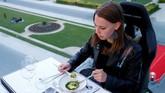 Ghysels mengungkapkan bahwa pengalaman makan ini dihadirkan dengan detail high class. Mereka juga menyiapkan penjemputan dengan limosin, dan jamuan dengan berbagai makanan dari seafood plates dan sampanye, sampai makanan gastronomi dari Heston Blumenthal. (REUTERS/Francois Lenoir)