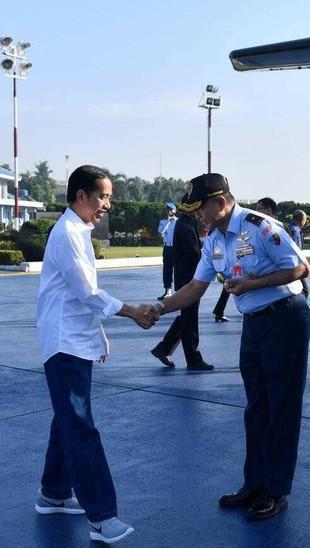 Ultah ke-57, Ini Deretan Sneakers Jokowi yang Sempat Viral