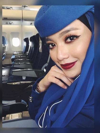 Foto: Radiah Sarip, Pramugari Cantik Berhijab dari Saudia Airlines