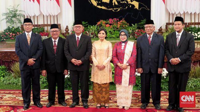 Jokowi Lantik Anggota Dewan Kehormatan Penyelenggara Pemilu