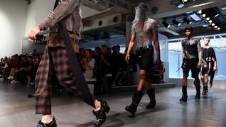Teror Bom Inggris, London Fashion Week Tetap 'Kalem'