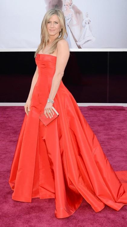 Foto: Gaya Jennifer Aniston Tampil Cantik Dibalut Gaun Malam