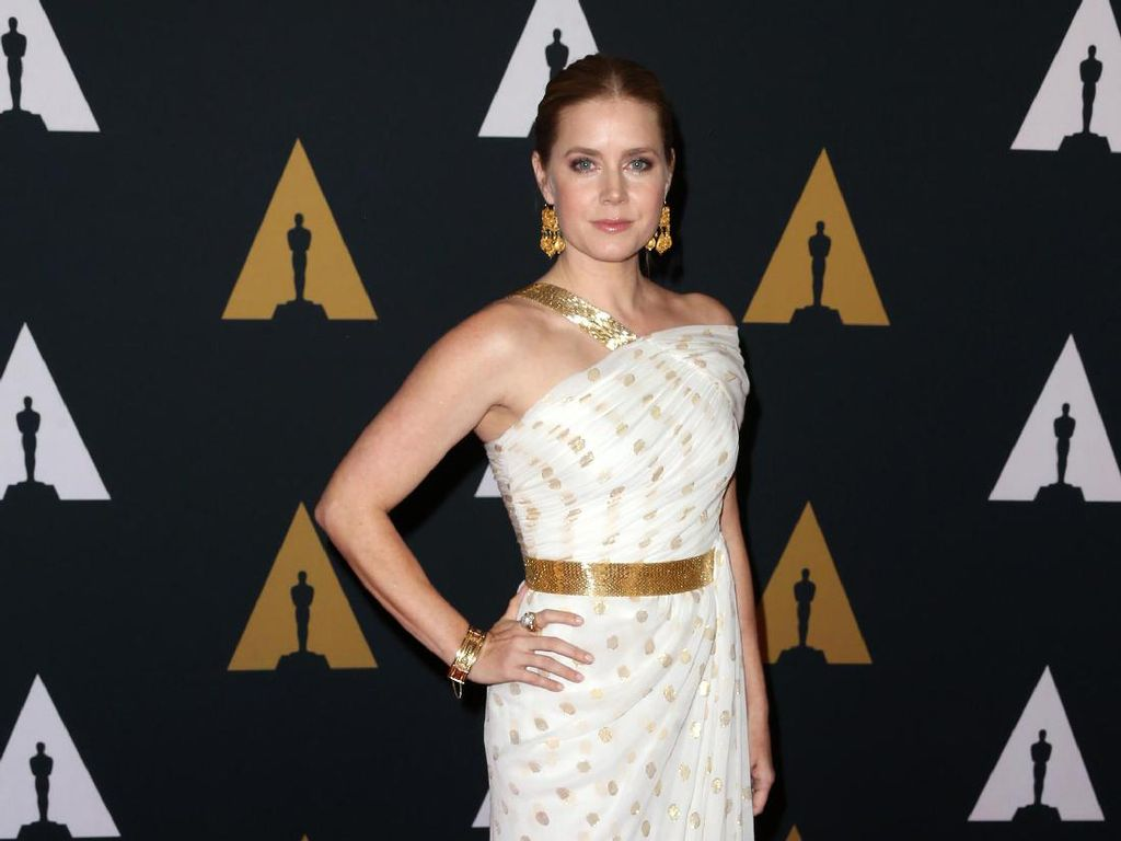 Foto: 15 Penampilan Menawan Amy Adams Dengan Balutan Gaun Malam