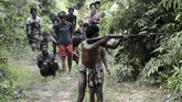 Di tengah hutanKabupaten Batanghari, hidup komunitas asli, Orang Rimba. Mereka penganut animisme, nomaden dan mengandalkan hewan buruan untuk makan sehari-hari. (AFP PHOTO / GOH CHAI HIN)