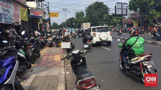 Pelaju Motor di Trotoar Mendapat Ancaman Operasi Lintas Jaya