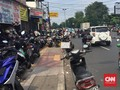 Pejalan Kaki Sebut Ada 100 Jalur Tengkorak di Trotoar Jakarta