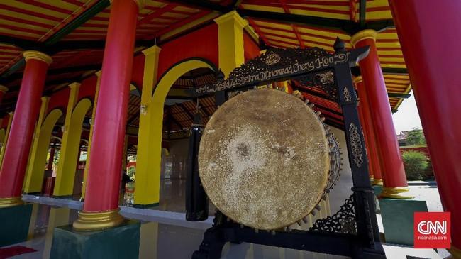 <p>Seiring dengan program Pemerintah daerah Banyuwangi untuk mengembangkan wisata halal. Masjid Cheng Hoo dan pantai syariah Pulau Santen menjadi salah satu tujuan khusus bagi peminat wisata halal.</p>