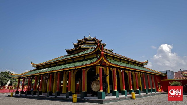 <p>Sepanjang hayatnya, Laksamana Cheng Ho telah melakukan tujuh kali pelayaran. Di Indonesia. Di sela kegiatannya, ia aktif menyebarkan ajaran Islam, meski sebagian besar awak kapalnya menganut agama Buddha dan Tao.</p>