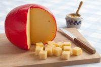 Keju adalah makanan yang bisa disandingkan dengan apa saja. 100 Gram keju mengandung 353 kalori. (Foto: Thinkstock)