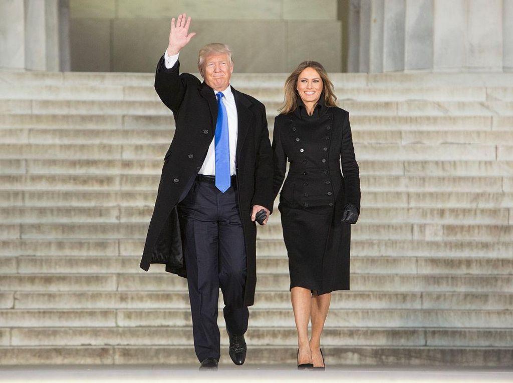 Foto: Warna-warni Dasi yang Dipakai Donald Trump Saat Bersama Melania