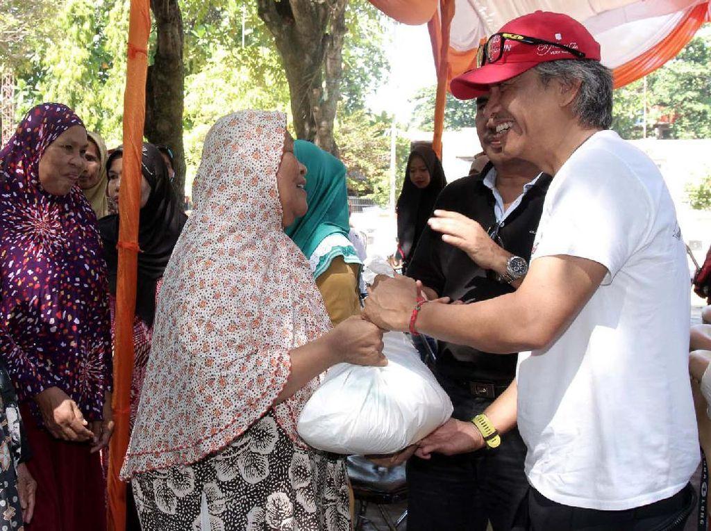 Seadoo Club Indonesia memeberikan bantuan kepada 5000 warga Kepualauan Seribu sebesar Rp 500 juta dalam bentuk sembako dan uang.