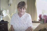 Setelah menjadi transgender Christine menggunakan jasa dandan. Di kota London ia menemui orang-orang yang bisa menasihatinya soal make up dan baju. (Foto: BBC)