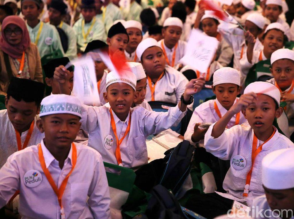 Para anak yatim mengikuti buka puasa bersama yang bertajuk Berbagi Kebahagiaan Bersama Anak Yatim dan Dhuafa.