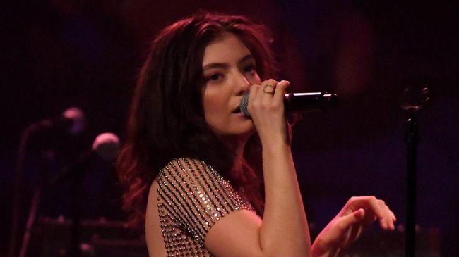 Belum Garap Album Baru, Lorde Belajar Main Piano