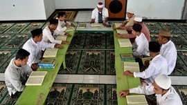 Riset: Felix Siauw Lebih Laku dari Quraish Shihab di 10 PTN