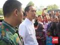Jokowi Saksikan Pembagian Sembako saat HUT Jakarta