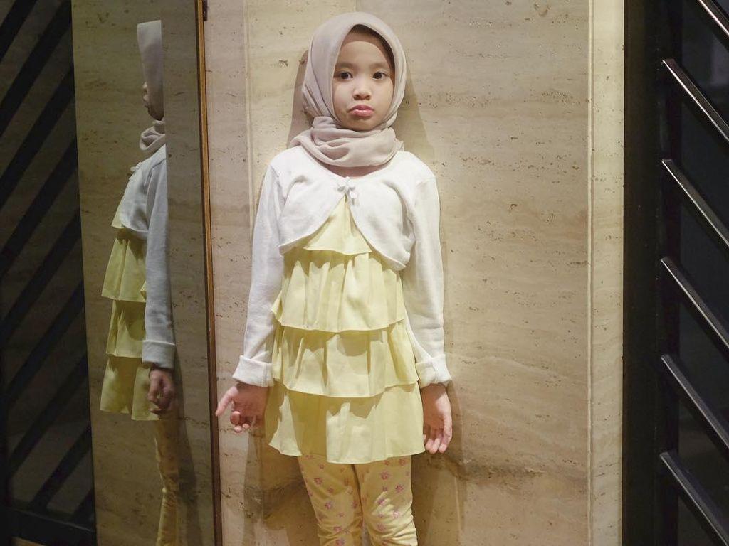 Foto: Penampilan Putri Zaskia Adya Mecca yang Belajar Berhijab, Gemas!