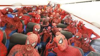 Menikmati Keseruan Terbang Bersama 40 Spider-Man