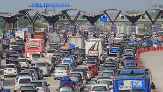 Mobil Masuk Parit, Lalu Lintas di Tol Cipali Sempat Tersendat
