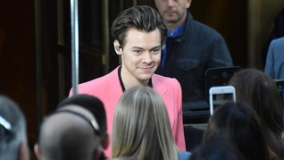 Tren 'Setelan Pink' dari Harry Styles hingga Beyonce