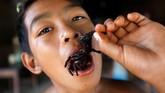 Warga Kampong Thom sendiri sudah terbiasa mengonsumsi kuliner unik ini. Namun, minat yang tinggi pada tarantula ini dikhawatirkan bisa mengurangi populasi mereka hingga punah.