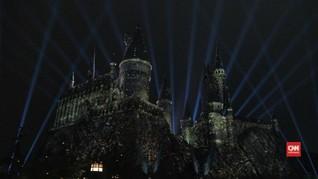 Hogwarts Bermandikan Cahaya di Dua Dekade Harry Potter