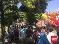 Menampung Hujan Rezeki di TPU Karet Bivak