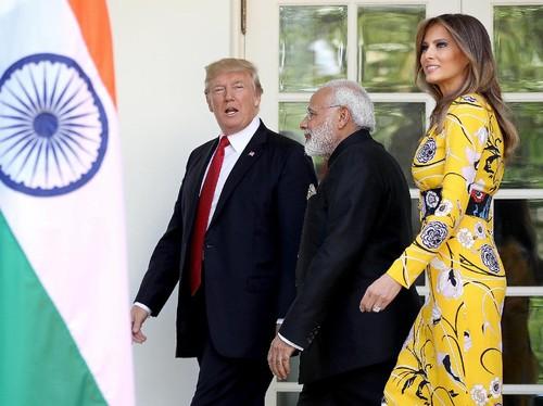 Sambut PM India, Melania Trump Cantik Bergaun Modest Rp 28 Juta