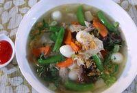 Sup yang berisikan kaldu dan sayuran ternyata baik dikonsumsi saat cuaca panas. Kandungan sodium yang ada bisa menggantikan elektrolit yang hilang. Selain itu sayuran yang ada juga akan menambah nutrisi seperti dikutip dari Active, Selasa (19/9/2017). Foto: detikFood